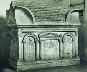 Cappella di Sant'Aquilino. Il sarcofago cosiddetto di Galla Placidia.