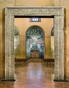 Il portale di accesso alla cappella di Sant'Aquilino.