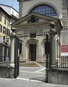 Facciata della Biblioteca Ambrosiana, sotto cui si trova l'area archeologica del foro.
