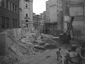 Gli scavi degli anni 1929-1930 riportano alla luce i resti delle fondazioni del teatro.