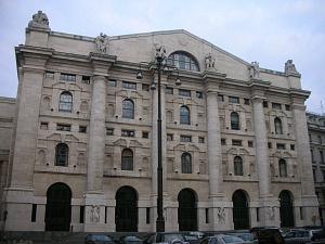 Palazzo Mezzanotte, sede della Borsa di Milano, ospita i resti delle fondazioni dell'edificio scenico del teatro romano.