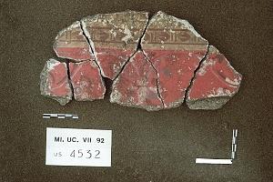 Lacerto di affresco di II stile tardo da una domus nell'area dell'Università Cattolica (seconda metà del I secolo a.C.)