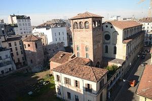 Il complesso del monastero di San Maurizio Maggiore e la torre dei carceres del circo.