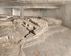 Resti del mausoleo imperiale sotto la sagrestia della chiesa di San Vittore al Corpo.