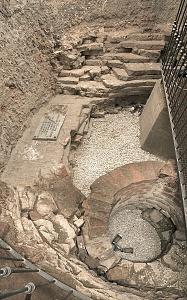 Interno della torre di Porta Ticinensis in Largo Carrobbio.