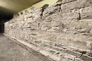 Tratto delle mura difensive più antiche in via San Vito 26.