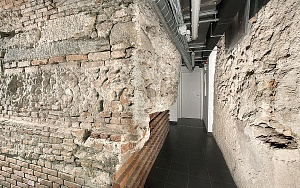 Tratto delle mura massimianee in via Monte Napoleone 27.