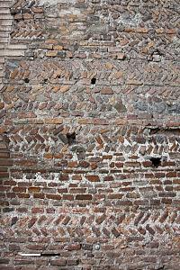 Particolare della muratura del transetto settentrionale.
