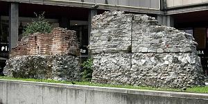 """Porzioni di murature delle terme """"Erculee"""" conservate in largo Corsia dei Servi."""