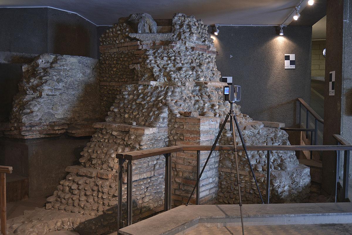 Rilievo 3D dei resti dell'aula absidata e della cinta muraria in via del Lauro 7